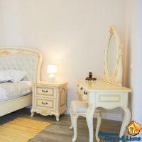 Посуточно квартира центр, ул Дагоманова 4, спальня, детали интерьера - будуар