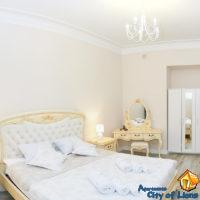 Аренда квартир посуточно, ул Драгоманова 4, спальня, общий вид
