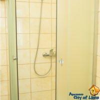 Посуточно квартира на ул Римлянина 12, ванная комната, детали интерьера - душевая кабина
